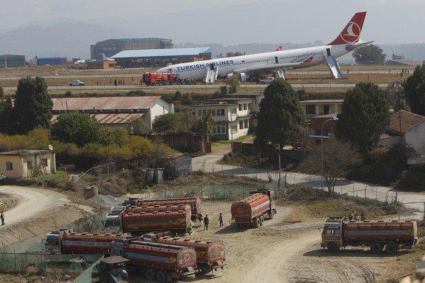 Lietadlo Turkish Airlines blokuje prevádzku letiska.