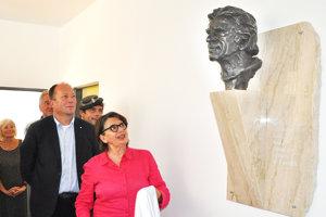 Bustu Jozefa Kronera odhalila jeho dcéra Zuzana.