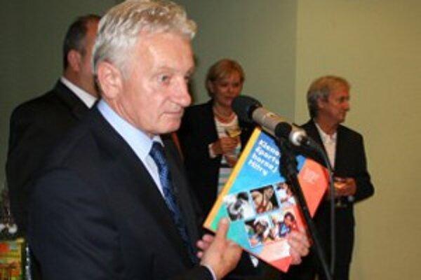 Prvý výtlačok novej publikácie bol odovzdaný prezidentovi Slovenského olympijského výboru.