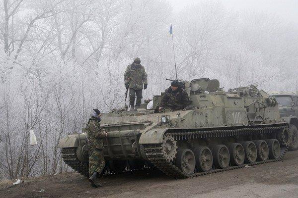 Ukrajinské vládne sily sú pripravené stiahnuť svoje ťažké delostrelectvo z Donbasu.