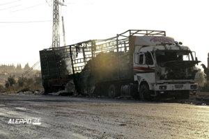 Jedno zo zničených humanitárnych vozidiel.