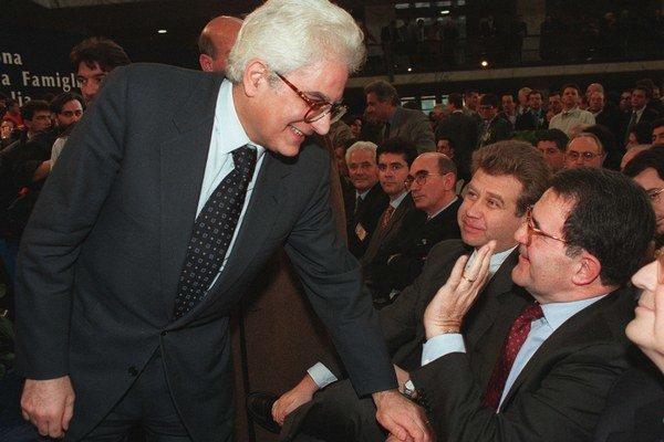 Sergio Mattarella (na snímke vľavo).