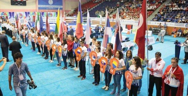 Na dievčenskom šampionáte v boxe po prvý krát zažiarila aj slovenská zástava.