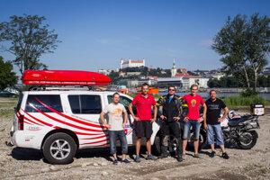 Expedícia neoficiálne odštartovalo už v auguste pri Starom moste v Bratislave.