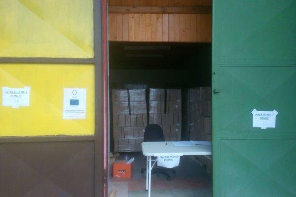 Balíky s potravinami boli uložené v sklade na Ľadovni.