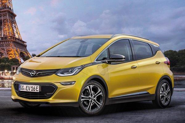 Elektromobil Opel Ampera-e. Na pohon nového elektromobilu firmy Opel, ktorý bude mať premiéru na autosalóne v Paríži, slúži elektromotor výkonu 150 kW.