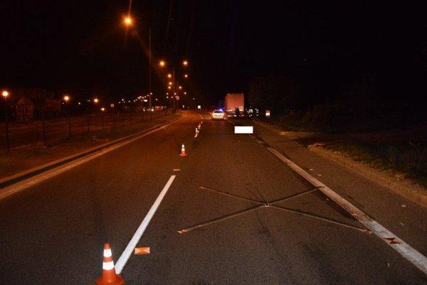 Nehoda sa stala pred treťou hodinou v noci.