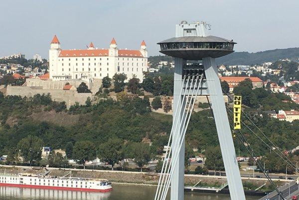Greenpeace na ikonickom bratislavskom moste.