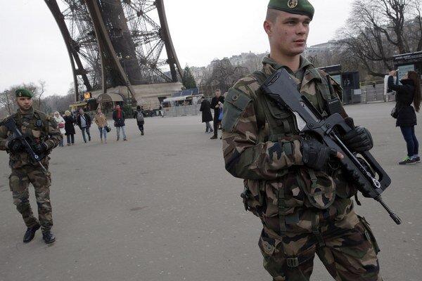 Francúzsko posilnilo bezpečnosť na kľúčových miestach.