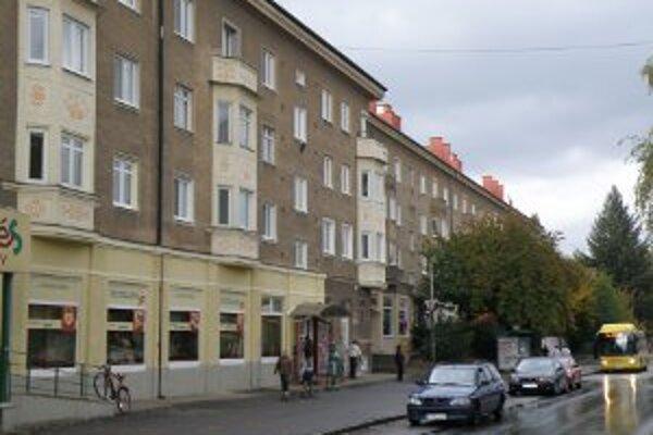 Medzi pamätihodnosti Prievidze je zaradené aj sídlisko Píly so svojimi charakteristickými stavbami.