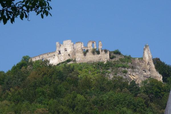 Počas najväčšej slávy hradu vňom bývalo štyristo ľudí.