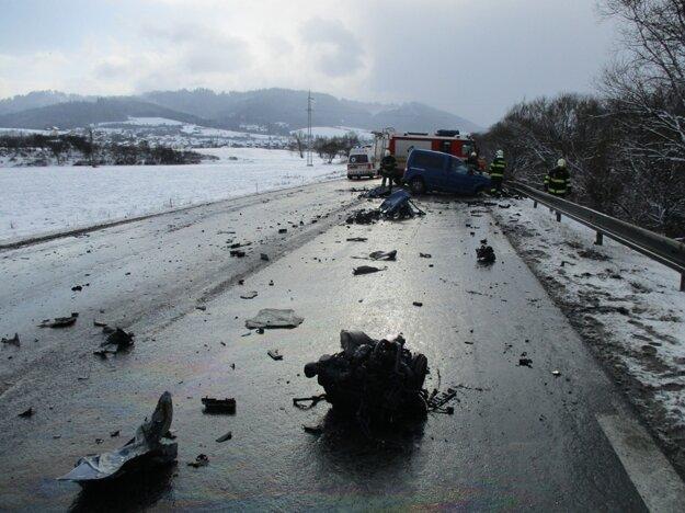Pri nehode, ktorá sa stala v januári v Kysuckom Lieskovci, zomrel len dvadsaťšesťročný vodič.