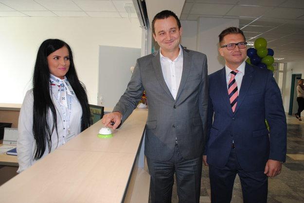Zvonček. Premiérovo na ňom zazvonili Martin Kultan (vľavo) a Marián Béreš.