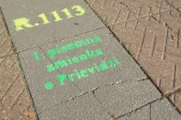 Nápisy by na chodníkoch nemali zostať natrvalo.