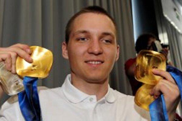 Jakub Krako získal na X. ZPH vo Vancouveri tri zlaté a jednu striebornú medailu.