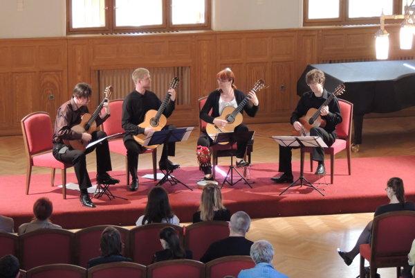 Koncert Bratislavského gitarového kvarteta, ktorý sa konal vrámci Galérie hudby vprvom polroku 2016.