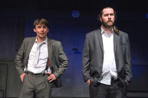 Dni vdaždi. Broadwayskú kriminálku zahrali Robert Kobezda (vľavo) aAttila Bocsársky zrožňavského Actores.