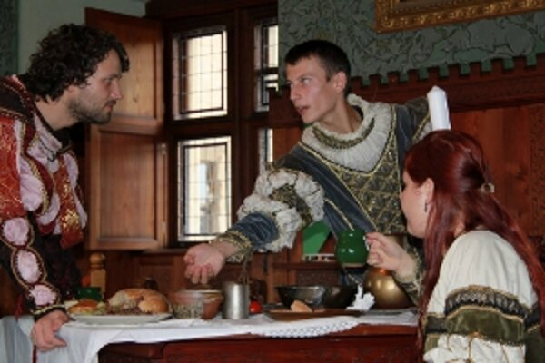 Rytieri sa predvedú na bojnickom zámku.