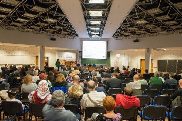 S obsahom príručky sa mohli farmári oboznámiť na konferencii.