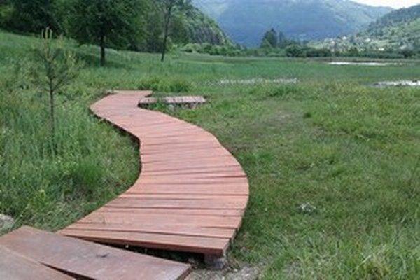 V najzápadnejšom cípe Liptova sa nachádza vzácna Prírodná rezervácia Močiar, ktorá patrí do sústavy Natura 2000.
