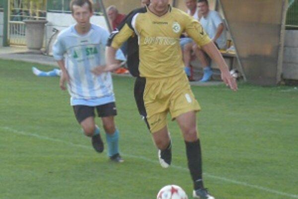 Líder súťaže FC Baník Horná Nitra prekvapivo zaváhal na domácom trávniku.