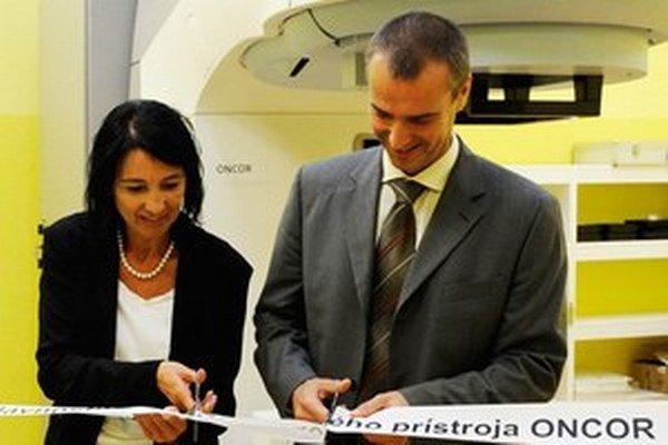 Monika Pažinková s niekdajším ministrom zdravotníctva Richardom Rašim.