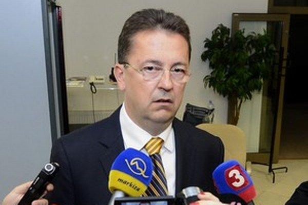Minister obrany Martin Glváč po rokovaní parlamentného výboru pre obranu a bezpečnosť, ktorý už schválil kritizované zmeny v zákone.