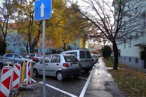 Zranený muž sa nachádzal vo vchode do obytného domu v Bratislave.