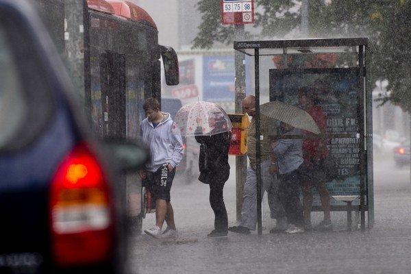 Slovensko čaká oblačné a daždivé počasie.
