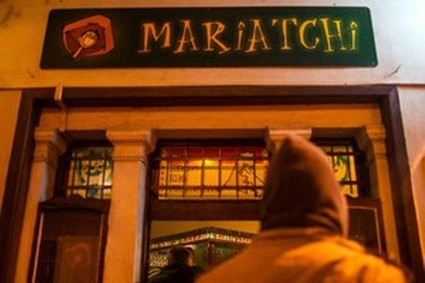 Nitrianska  polícia sa s vyšetrením útoku na bar Mariatchi až do medializácie prípadu neponáhľala.