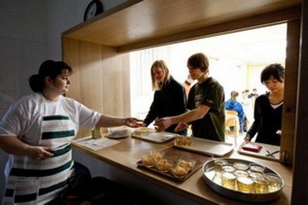 V jedálnych lístkoch väzňov aj študentov je nadmiera mäsa a málo ovocia a zeleniny.