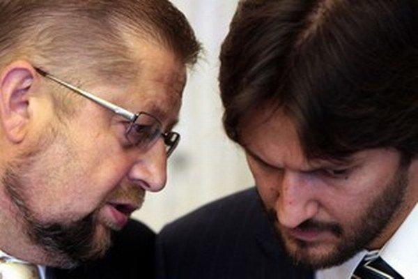 Štefan Harabin s Robertom Kaliňákom v čase, keď spolu ministrovali v prvej Ficovej vláde. Mezičasom vzťahy Smeru s Harabinom, ktorý prišiel o funkcie, ochladli.