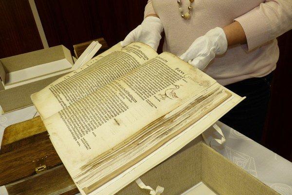 Trvalo vyviezť historický knižničný dokument alebo historický knižničný fond do zahraničia už nemá byť možné.