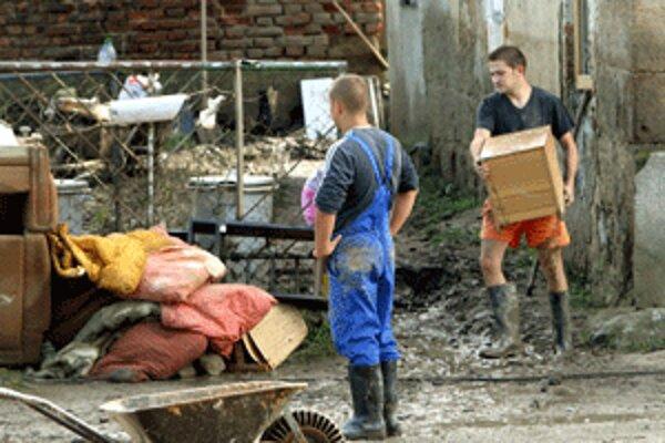 Následky vlaňajšej povodne v Handlovej nie sú stále odstránené.