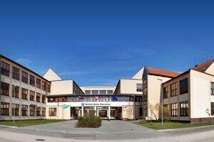 Najviac učiteľov si požičiava vysoká škola v Sládkovičove.