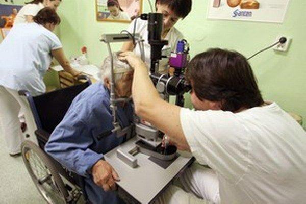 Objednávanie pacientov zadarmo prostredníctvom časeniek je podľa lekárov možné skôr u špecialistov.