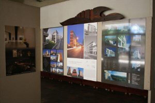 Panelová výstava predsatvuje nominované i ocenené diela.