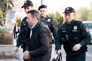Odchodom z parlamentu ukázal podľa Smeru Vladimír Jánoš politickú kultúru. Polícia ho už prepustila.