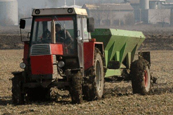 Pred pár týždňami vyšli do polí aj poľnohospodári z hornej Nitry.