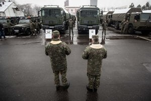 Požehnanie nových automobilov Land Rover Defender 110 SW, Aktis 4x4 a Tatra T815 na ministerstve obrany.