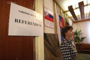 Hlasovací preukaz na referendum treba vybaviť do štvrtka.
