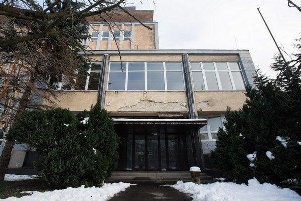 Bratislavským sídlom Vysokej školy Danubius sa po rekonštrukcii pravdepodobne stane bývalá Stredná odborná škola chemická na  Račianskej ulici.