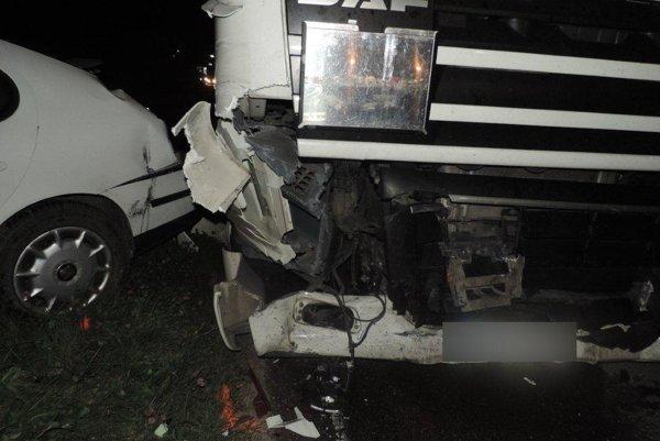 Na vyše 6-tisíc eur vyčíslili škodu, ktorá sa stala pri dopravnej nehode v Čadci.
