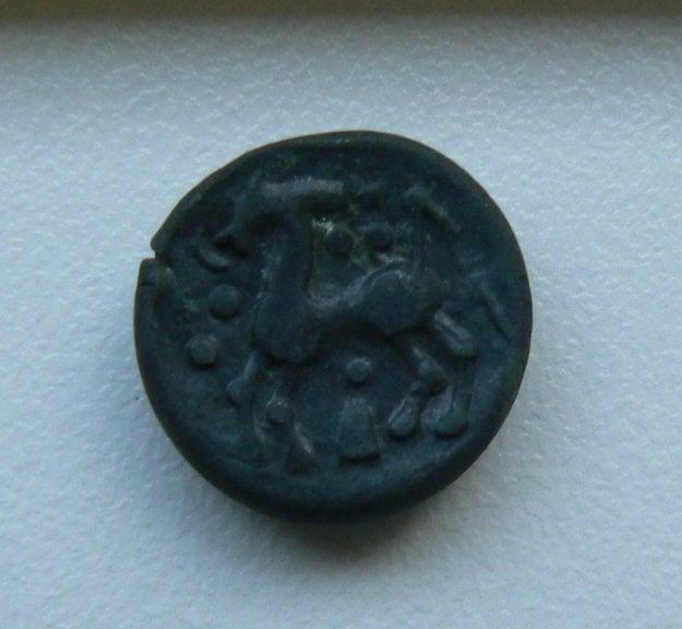 Keltská minca s vyobrazením koňa.