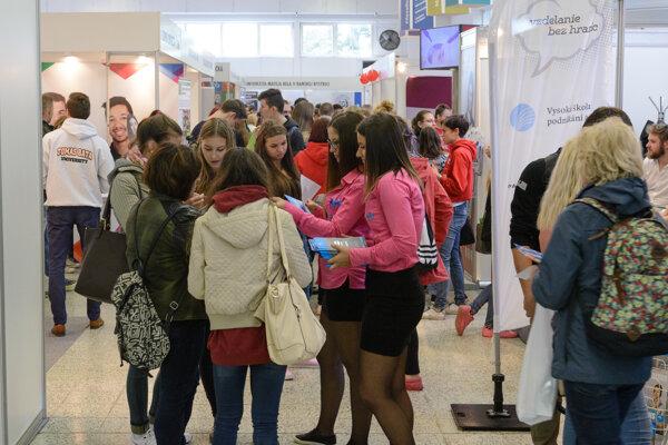 Na veľtrhu sú okrem slovenských aj vysoké školy zo zahraničia.