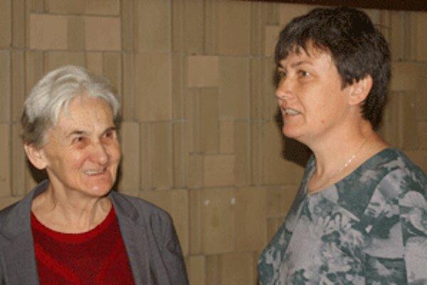 Na oslavy prišla aj Zita Kohútová (vpravo), ktorá sa ako prvá narodila v bojnickej nemocnici. Vľavo je jej mama.