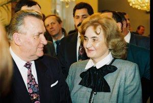 Michal Kováč s manželkou Emíliou po zvolení do prezidentského úradu 15. februára 1993.