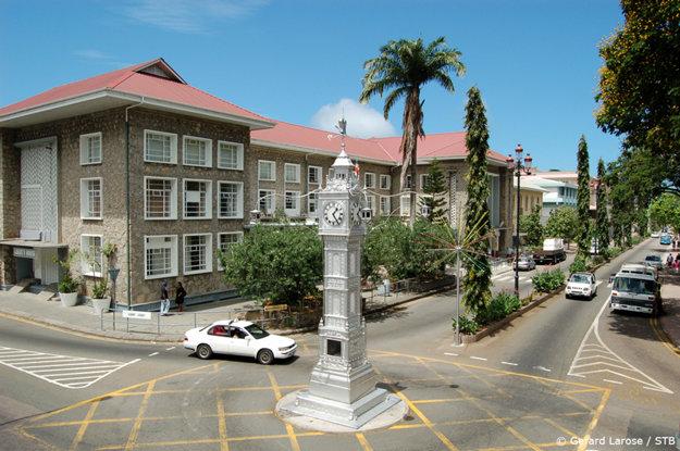Hodinová veža vo Victorii na ostrove Mahé.