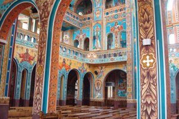 V Rumunsku je kostolov neúrekom a sú krásne zdobené.