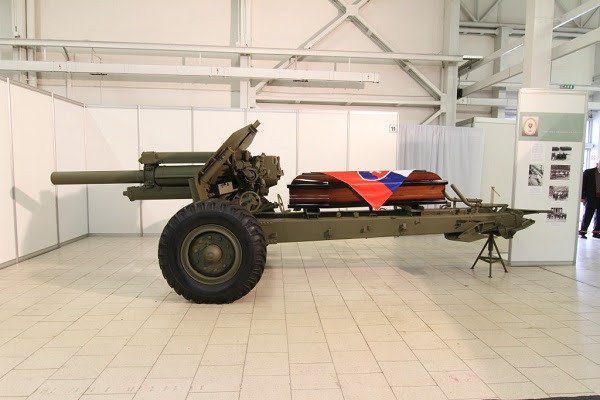 Lafeta delostreleckej húfnice 122 mm vz. 38/74 z fondu Vojenského historického múzea v Piešťanoch.